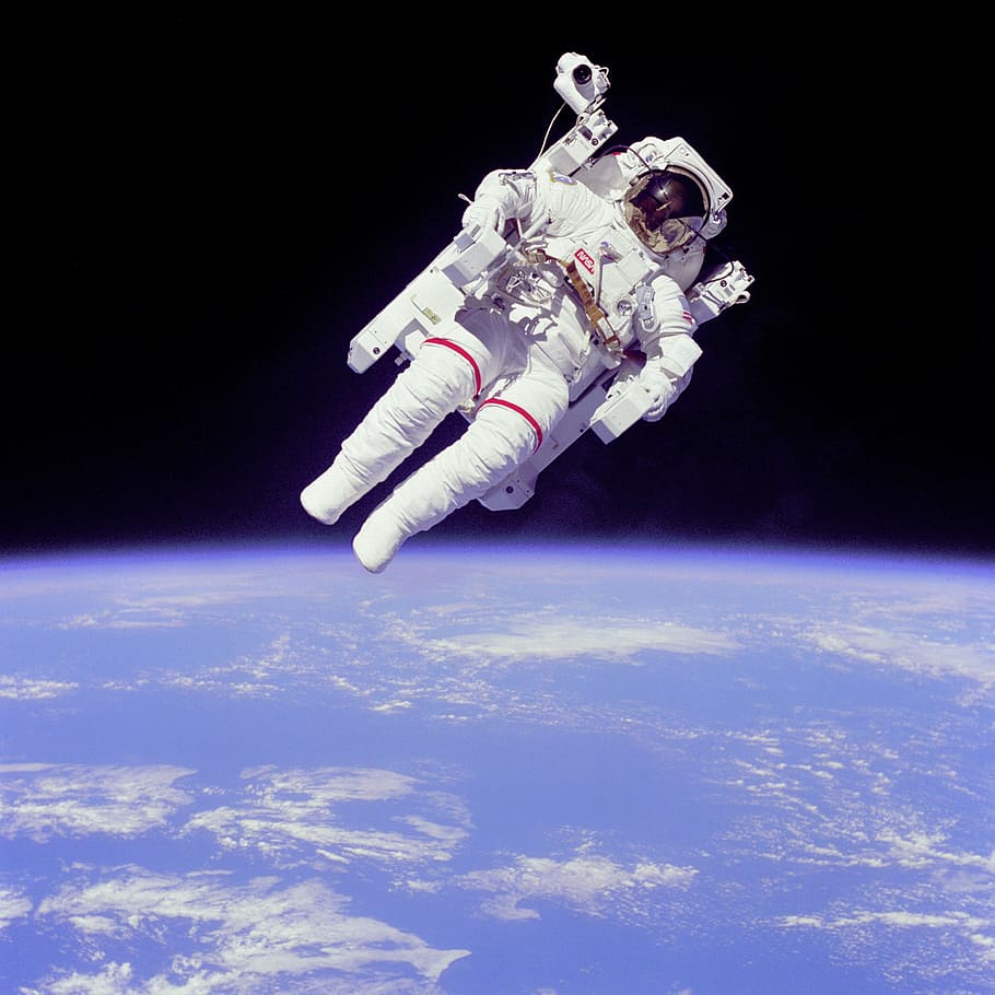 search wallpaper=astronaut suit&page=2