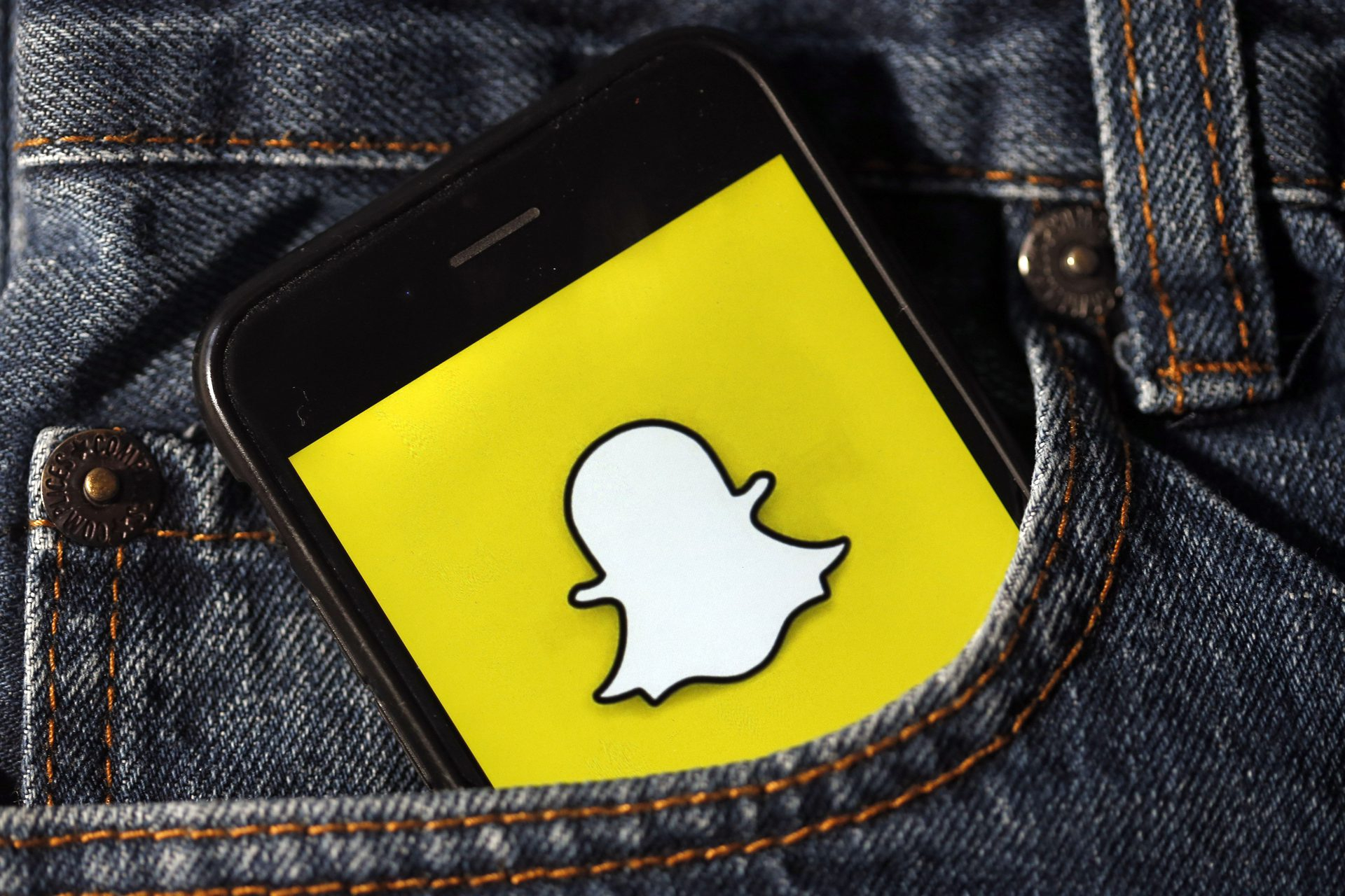 zoom is too hackable heres how to use snapchat for video cal ewp4 h1280