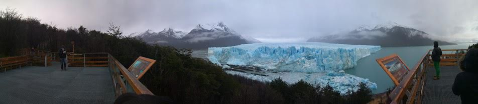 """Panorama shot of the """"Perito Moreno"""" glacier in Argentina it was hard to believe that thing was real when I first saw it OC 952x208"""
