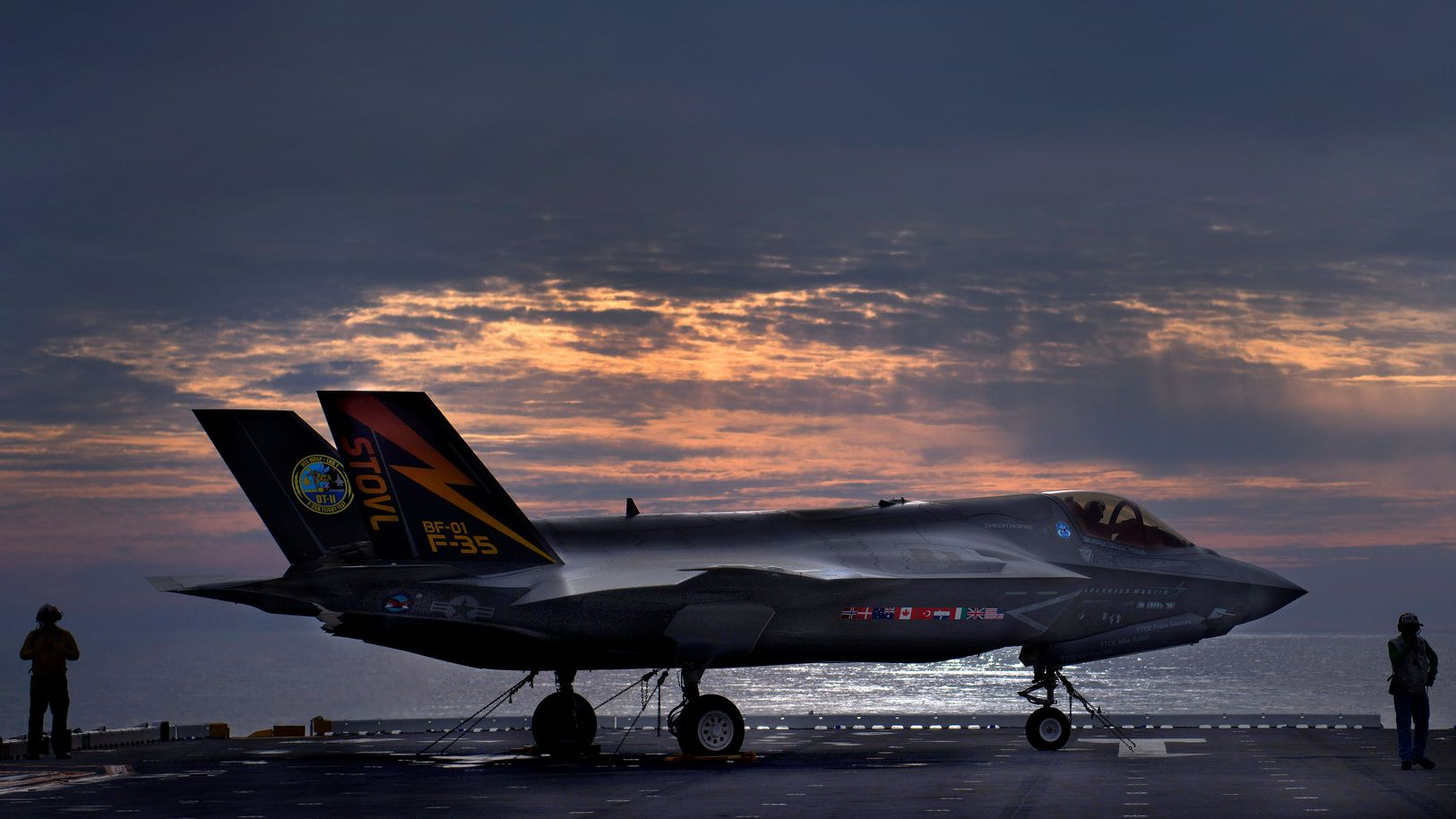 report navy and marine f 35 fighters be e 'erratic' while performing air bat