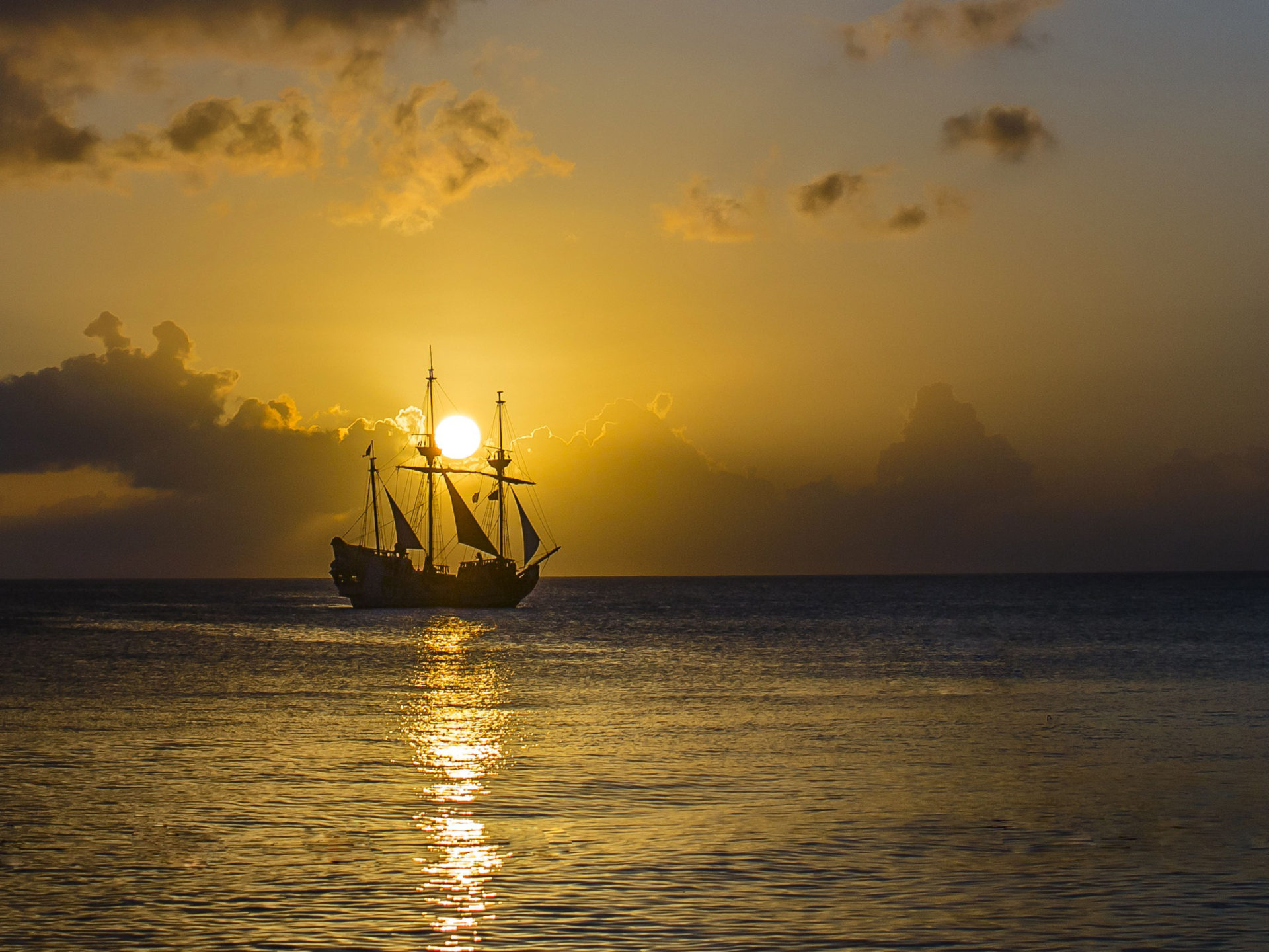 gold sunset ocean old pirate ship with sail sky 4k ultra hd wallpaper for desktop mobile and puter 3840x2400